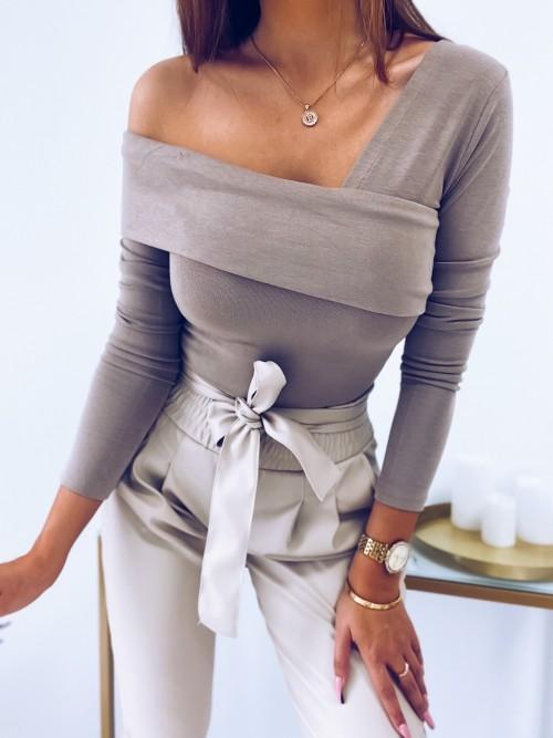 Bluzka CARRIE opuszczona na ramię beżowa