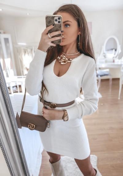 Sukienka dzianinowa MERLIN z ozdobnym łańcuchem BIEL
